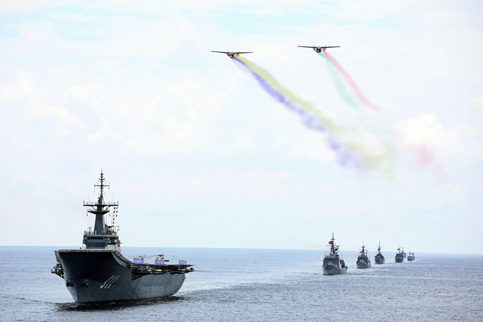 The Sattahip Naval Base bid farewell to the navy's commander-in-chief in grand style at a pre-retirement ceremony.