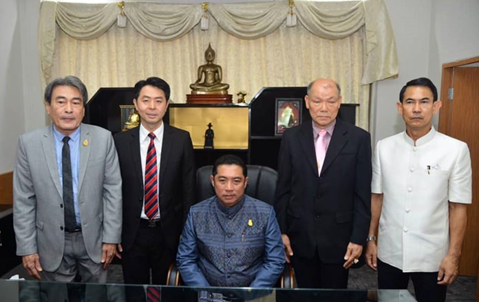 Mayor Sonthaya Kunplome (seated, center) named (left to right) Ronakit Ekasingh, Poramet Ngampichet, Banlue Kullavanijaya, and Pattana Boonsawat as his deputies.