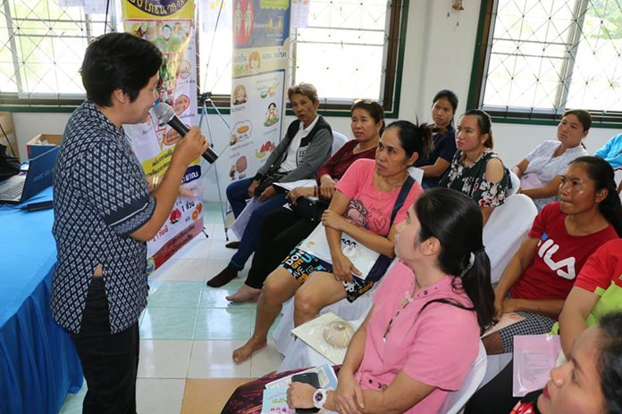 Nongprue health officials extolled the benefits of breast-feeding at a royally sponsored child-care seminar.