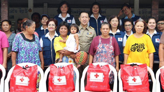 Banglamung officials donate food and supplies to 40 flood-stricken families.