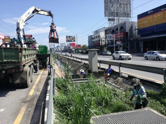 Sanitary Engineering workers dredge the drainage canal on Sukhumvit Road following weeks of repeated floods.