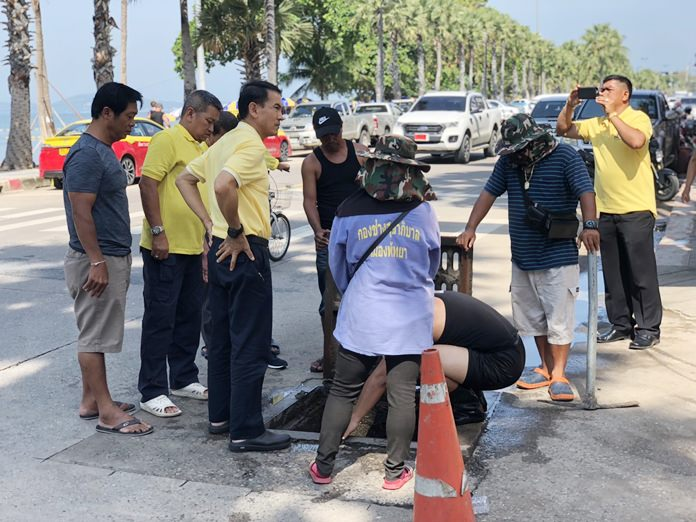 Pattaya workers clean out drains on Jomtien Beach Road Soi 5 to improve flood drainage.