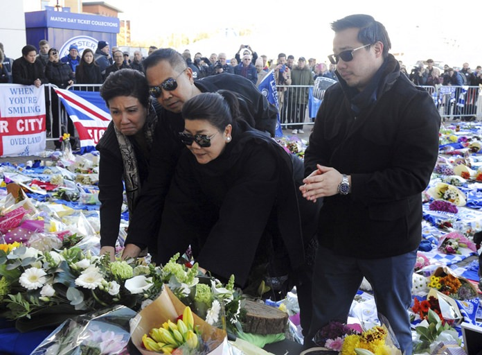 Aiyawatt Srivaddhanaprabha, the son of Vichai Srivaddhanaprabha, right, his mother Aimon, second right, and family members lay a wreath outside Leicester City Football Club, Leicester, England, Monday Oct. 29, 2018. (AP Photo/Rui Vieira)