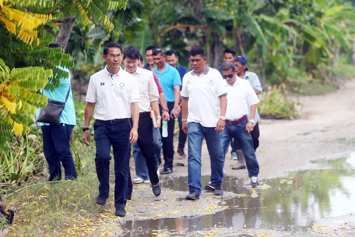 Deputy Mayor Pattana Boonsawat and Sanitation Department officials inspect Darapan Village 5 where new sewage pipes haven't solved the long-running fight over wastewater runoff from Eakmongkol Village 8.