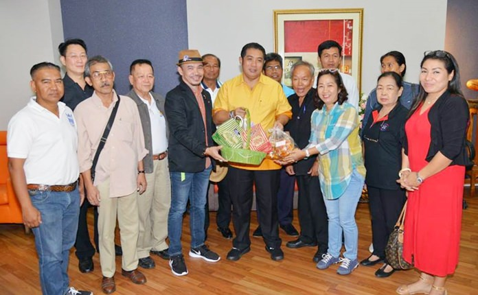 Interprovincial minivan operators appealed to Mayor Sonthaya Kunplome, asking him use his influence with Prime Minister Prayut Chan-o-cha and lobby on their behalf.