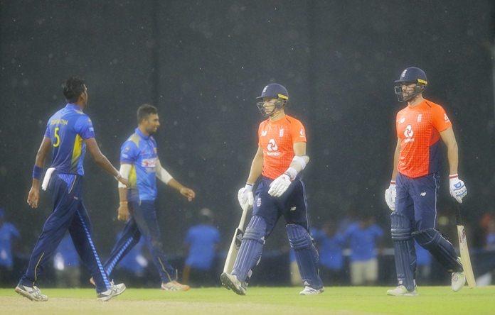 England's Sam Curran, right, and Liam Plunkett walk off the field as it rains during their fifth one-day international cricket match in Colombo, Sri Lanka, Tuesday, Oct. 23. (AP Photo/Eranga Jayawardena)