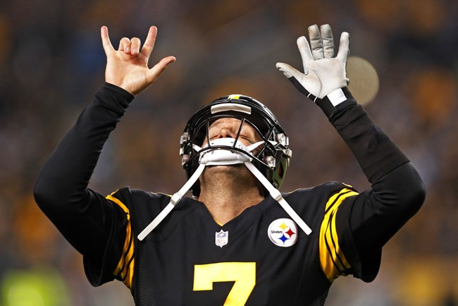 Pittsburgh Steelers quarterback Ben Roethlisberger celebrates a touchdown pass during the first half of an NFL football game against the Carolina Panthers in Pittsburgh, Thursday, Nov. 8. (AP Photo/Keith Srakocic)