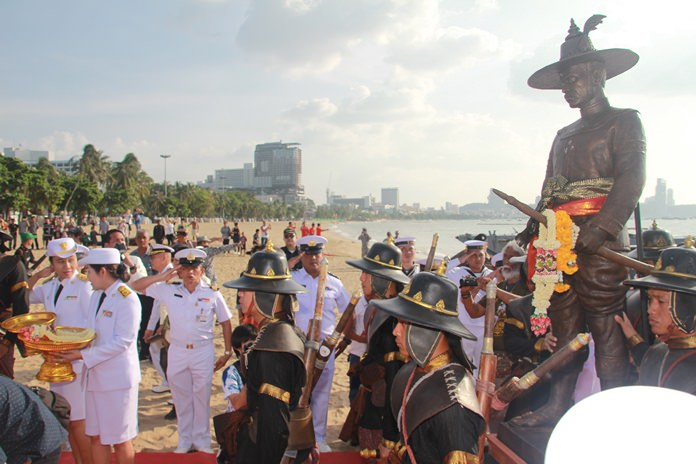 King Taksin was adorned with garlands to invite his spirit ashore.