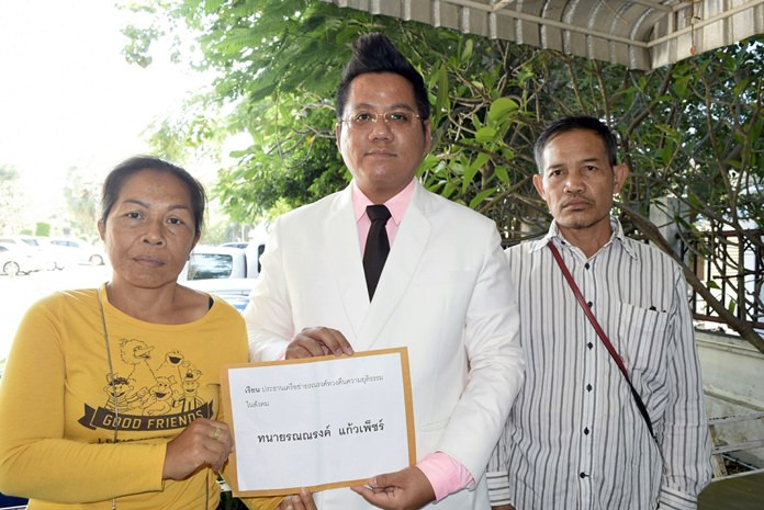 Murder victim Anantachai Jaritrum's parents and their lawyer have filed a 10 million baht civil suit against Panya Yingang after the murder of their son.