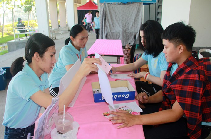 The Sisters Foundation offered free HIV tests and disease screenings at the Pattaya Youth Sports Center on Thepprasit Soi 7.