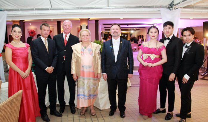 The audience gave ultimate accolades to the sensational opera singers who proved to be world class. (l-r) Tae Myata, Rudolf Hofer, Gerrit Niehaus, H.E. Dr Eva Hager, Stefan Sanchez, Mashima Meebanroong, Nuchapong Asavarkan and Kittiphong Kiatprathum.