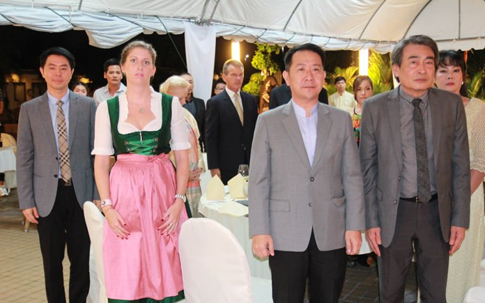Dep. Mayor Poramet Ngampiches, Judith Schildberger, Charg้ d'Affaires Austrian Embassy, Banglamung District Chief Naris Niramaiwong, and Deputy Mayor Ronakit Ekasing stand for the royal and national anthems.