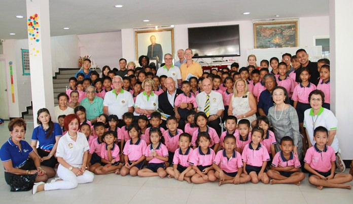 Rotarians from District 7090 in USA and Canada visited the Human Help Network Thailand's Drop-In and ASEAN Learning center to gauge the level of their future support.