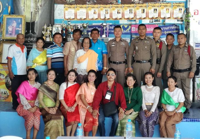Deputy Police Chief Pol. Lt. Col. Korn Somkaney and other officers visited with neighborhood President Wirat Joyjinda and community leaders to foster cooperation in preventing and solving crimes.