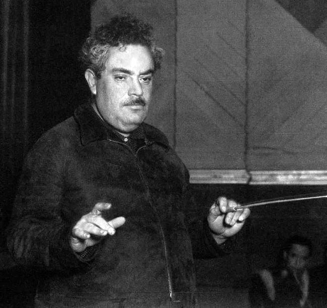 Silvestre Revueltas conducting.