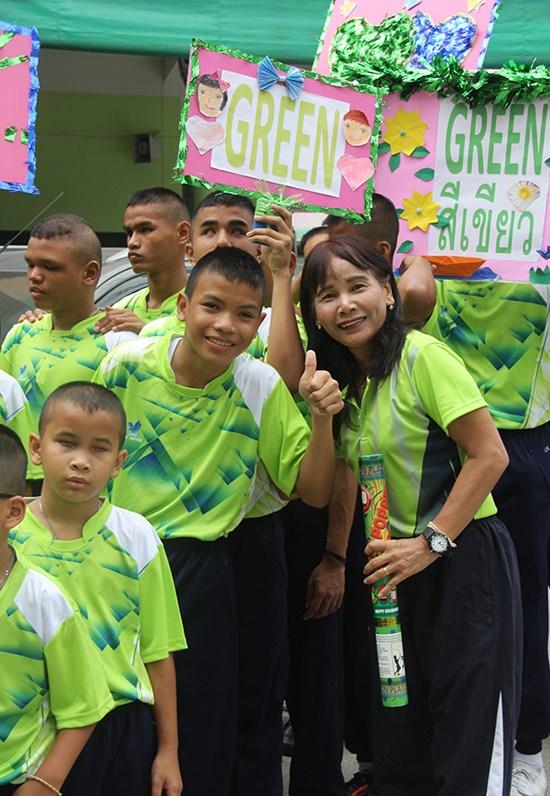 Green team cheerleaders.