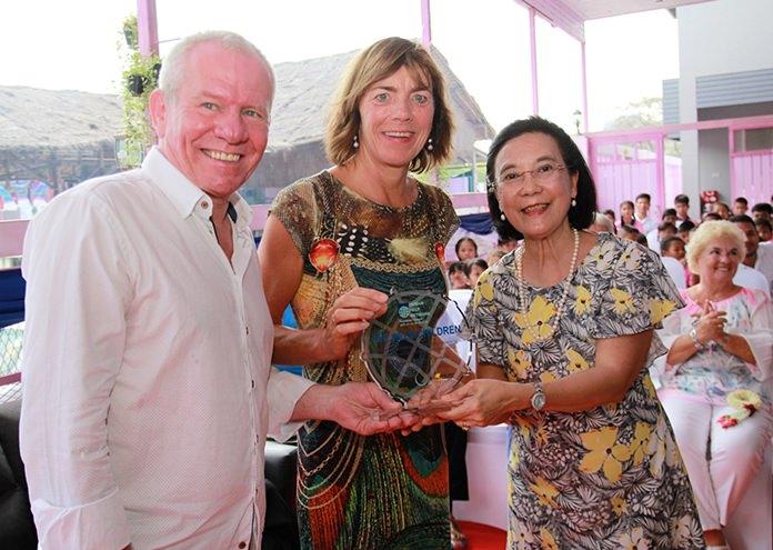 HHN Director Radchada Chomjinda presents a token of her appreciation to Jan and Renee de Vaan-Goosen.