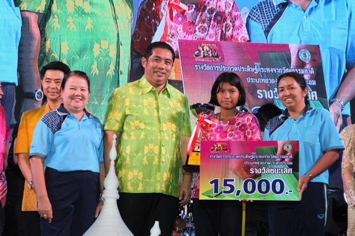 Pattaya School No. 5 won the annual krathong decoration contest and the 15,000 baht first prize.