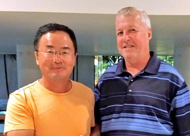Frank Xin (left) with Bob Britton.