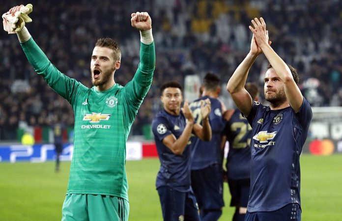 Manchester United's goalkeeper David de Gea, left, and Juan Mata celebrate at the end of the Champions League group H soccer match between Juventus and Manchester United at the Allianz stadium in Turin, Italy, Wednesday, Nov. 7. (AP Photo/Antonio Calanni)