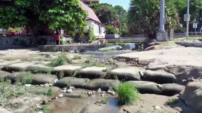 Numerous visitors told reporters about weeds, moss and water-filled gouges running through the northernmost part of Pattaya Beach.