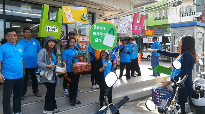 Pattaya shoppers gave up plastic for a day as Thailand made a token effort to reduce its massive plastic-waste problem.