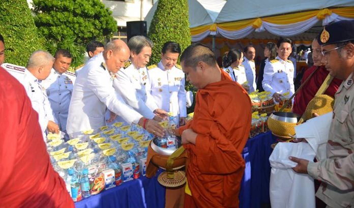 Banglamung officials offer alms to monks in the morning of December 5.