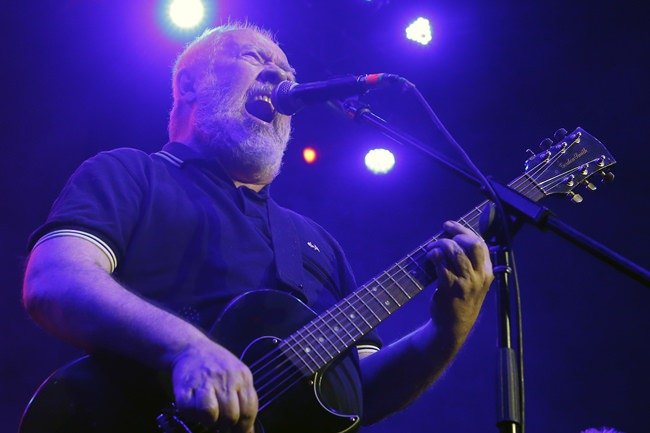 Pete Shelley, of the British punk band Buzzcocks, performs in this May 19, 2018, file photo. (AP Photo/Marco Ugarte)