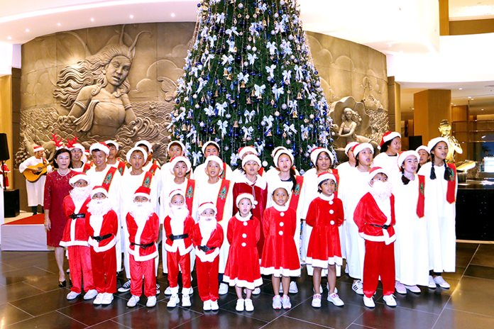 The Tree Lighting was preluded by a wonderful performance by 40 lovely children from the Pattaya Orphanage who sang heartwarming Christmas songs, leaving the audience with big smiles.