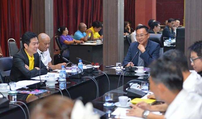 Pattaya City Council's Tourism and Culture Committee chairman, Sinchai Wattanasartsathorn (center, right) presides over a meeting to outline the 2019 calendar of roadshows, cultural events and sports tournaments meant to drive tourism in Pattaya.