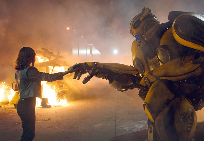 "This image released by Paramount Pictures shows Hailee Steinfeld as Charlie and Bumblebee in a scene from ""Bumblebee."" (Will McCoy/Paramount Pictures via AP)"
