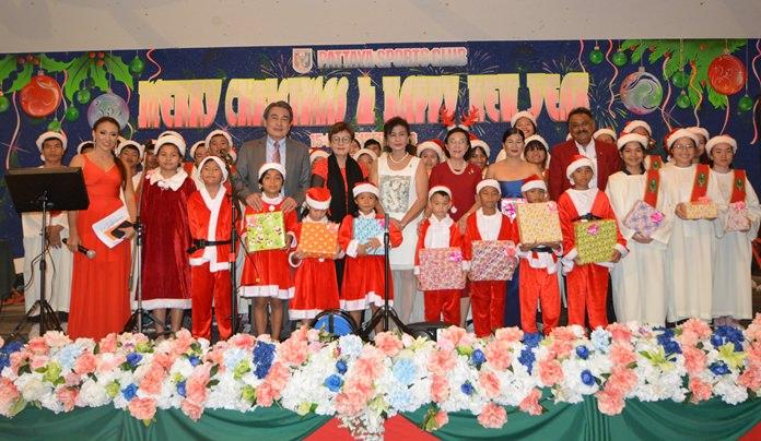 Deputy Mayor Ronakit Ekasing, Sopin Tappajug, Nittaya Patimasongkroh, Noi Emmerson, Radchada Chomjinda and Peter Malhotra present the children with Christmas gifts after their heartfelt performance.