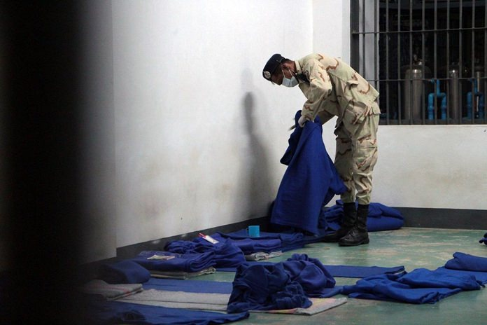 Chonburi officials inspected Pattaya Remand Prison looking for drugs, weapons and other contraband, but found none.