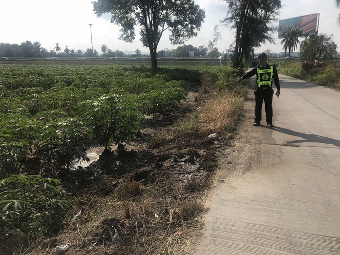 Pong authorities are hunting for the driver of a sewer-cleaning truck that dumped its load of raw sewage in a tapioca field.