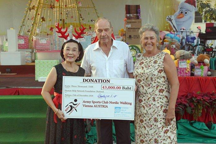 Radchada Chomjinda, director of the Human Help Network Thailand, thanks Heinrich & Eva Schmidinger for their 43,000 baht donation to the foundation.