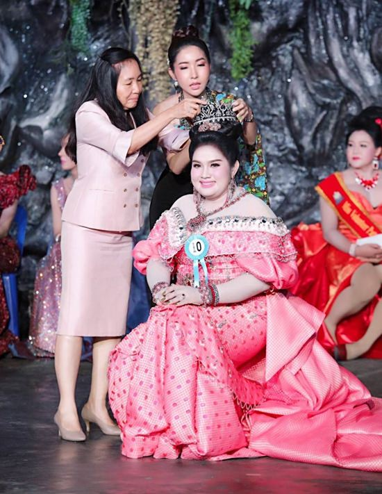 Jiji Thanyapat Chakan won the first ever Pattaya Elephant Village beauty pageant to raise money for AIDS patients at the Glory Hut Foundation.