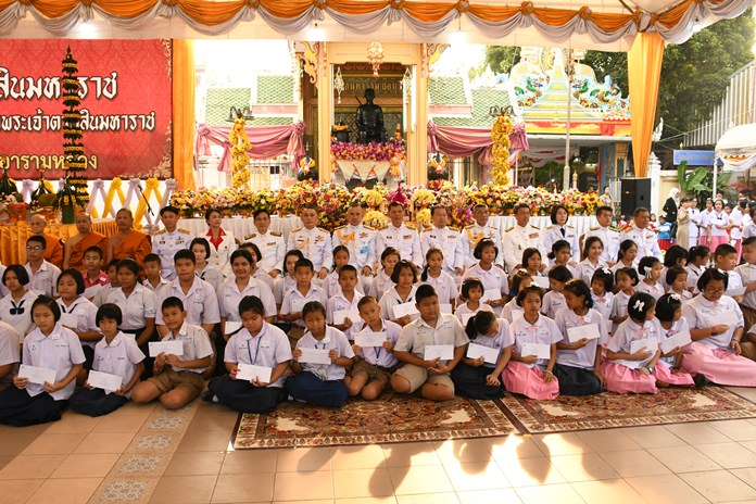 Chonburi Gov. Pakarathorn Thienchai handed out scholarships to students in 19 schools during the annual Dec. 28 commemoration for King Taksin the Great.