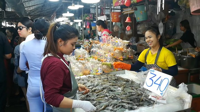 It was a very happy New Year's for Naklua Market vendors, as people thronged to stalls to buy food and drink for the countdown.