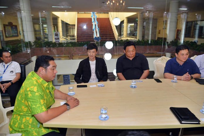 Mayor Sonthaya Kunplome met with Alipay executives and Pramote Chaiulan, vice president of Smart City to evaluate tourist attractions of interest to Chinese visitors.