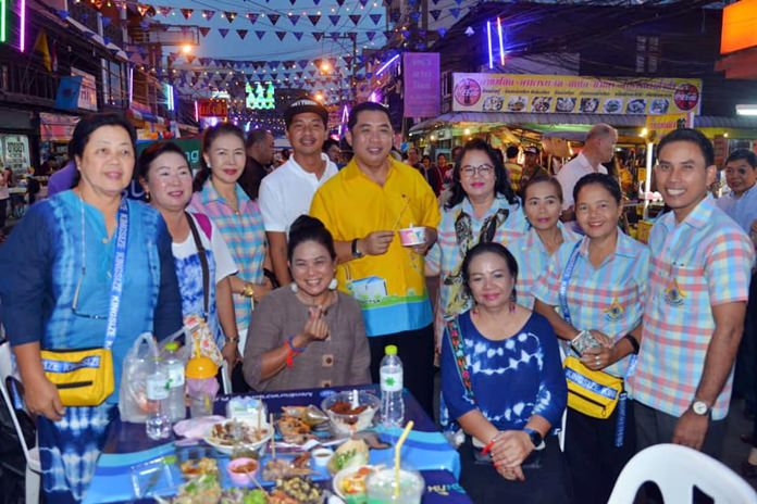 Mayor Sonthaya Kunplome and a host of local and tourism officials, along with family and friends were on hand for the 10th Walk & Eat market in Naklua premier.