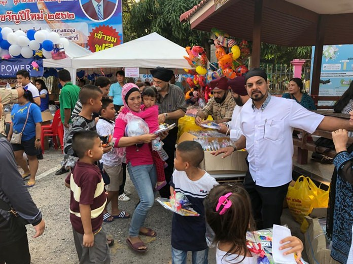 Children linea up for fun toys at the Pattaya Sikh community's booth on Children's Day.