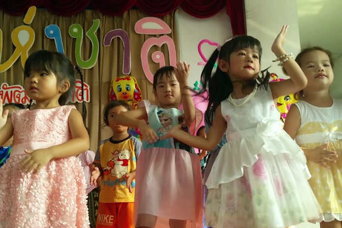 Kindergarten students at Aksorn Pattaya School perform Thai dance, much to the delight of their parents, who cheered and took many photos.