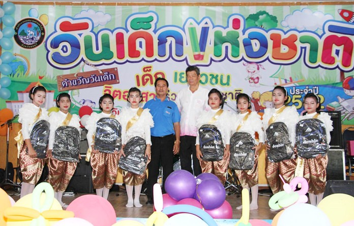 Young performers receive special gifts in Pong Municipality.