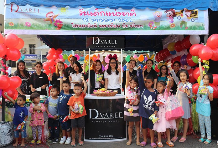 D Varee Jomtien Beach, Pattaya joined Children's Day activities by offering sweets and gifts for children who attended the event.