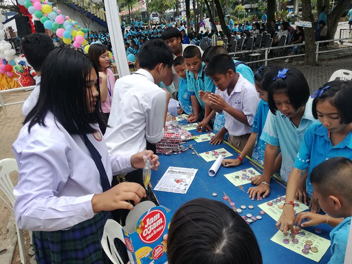 Children play games for prizes at Sutthawat Temple School.