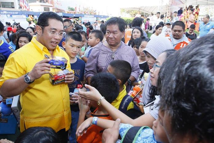 Mayor Sonthaya Kunplome hands out Children's Day gifts at Pattaya City Hall.
