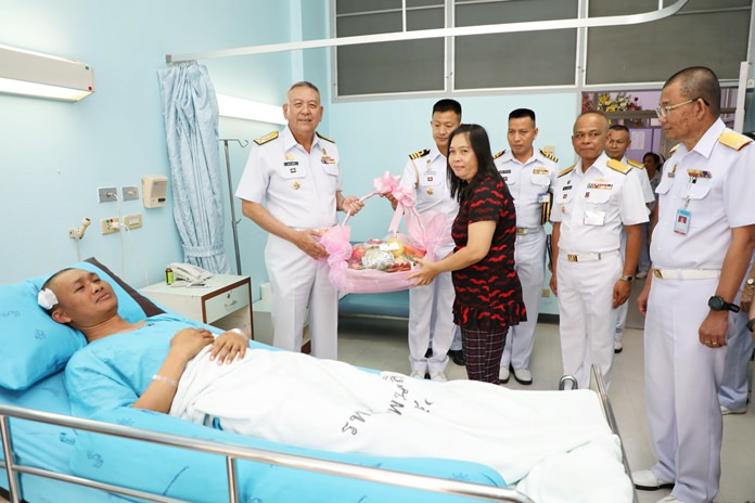 Adm. Noppadol Supakorn arrives with a flower basket and compensation money for Petty Officer 1st Class Boonsom Promchart at Queen Sirikit Naval Medical Center in Sattahip.