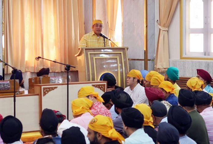 Mayor Sonthaya Khunplome conveys his heartfelt greetings to the Sikh congregation.