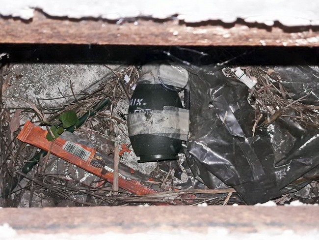 Bomb-squad officers in Najomtien secured a suspected Russian hand grenade found in a sewer.