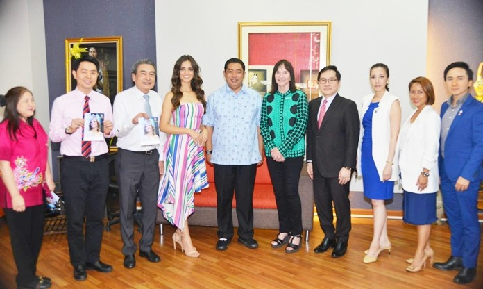 Miss World 2018 Vanessa Ponce from Mexico, along with Miss World organizing committee members pose with Mayor Sonthaya Kunplome and city executives in preparation for the Miss World contest in November.